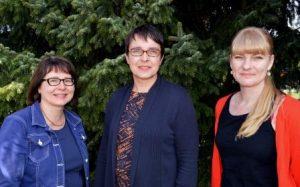 Oikealla Anu Pekanniemi, keskellä Maarit Teuri ja vasemmalla Jaana Joutsen.