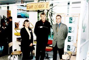 LSIM:n osastolla vasemmalta Marjatta Ticklén, hankeaktivaattori Antti Laaksonen ja silloinen Perniön kunnanjohtaja Pentti Vanhatalo.